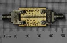 MMIC-suunnittelu esimerkki: 40GHz 2.92mm liittimen testilevy.